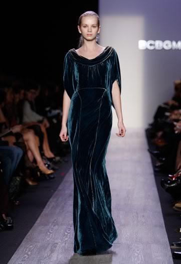 Бархатное платье BCBG Max Azria.