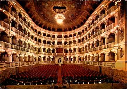 Коммунальный оперный театр Болоньи
